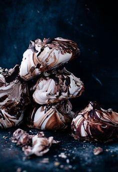 Chocolate Swirl Meringues with Nutella Whipped Cream Recipe by Linda Lomelino Clauss. need a new meringue recipe? Chocolate Meringue, Chocolate Swirl, Chocolate Recipes, Nutella Chocolate, Nutella Brownies, Chocolate Spread, Dessert Chocolate, Chocolate Treats, Macarons