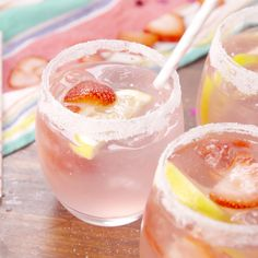 Cocktail juju way - Clean Eating Snacks Giggle Juice Recipe, Alcohol Drink Recipes, Hawaiian Punch Recipe Alcohol, Beach Drink Recipes, Party Punch Recipes, Refreshing Drinks, Simple Vodka Cocktails, Mixed Drinks With Vodka, Simple Mixed Drinks
