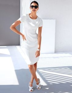 Summery elegance in chic crepe, and slim and subtly tailored look. Dress Outfits, Casual Dresses, Short Dresses, Madeleine Fashion, Lightweight Cardigan, Dress Picture, Crepe Dress, Babydoll Dress, Quilted Jacket