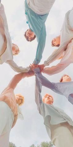 This is a Community where everyone can express their love for the Kpop group BTS Bts Taehyung, Bts Bangtan Boy, Bts Jimin, Namjoon, Bts Lockscreen, Foto Bts, V Bts Wallpaper, Bts Group Photo Wallpaper, Future Wallpaper