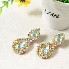 Simple rhinestone drop earrings that are easy to make for beginners!
