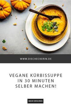 Diese vegane Kürbissuppe ist super einfach und schnell gemacht (30 Minuten!). Sie passt super zum Herbst, wärmt von Innen und ist eint typisches #soulfood  #kürbissuppe #suppe #kürbis #herbstrezepte #rezepte #herbst #herbstkochen #herbstinspiration #kürbiskochen