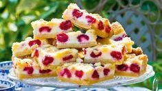 Hallonkakor i långpanna – recept | Allas Recept Swedish Recipes, Let Them Eat Cake, Afternoon Tea, Baked Goods, Cookie Recipes, Deserts, Food And Drink, Favorite Recipes, Sweets