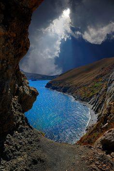magicalnaturetour:    Window on the rocks by Mr. Alantus :)
