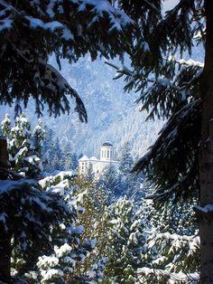 Manastirea Caraiman - Caraiman monastery. Beautiful Places To Visit, Wonderful Places, Romania Facts, Visit Romania, Romania Travel, Places Worth Visiting, Native Country, Church Building, Eastern Europe