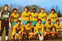 F.C NANTES 1982-83.  Debout: Bertrand-Demanes, Ayache, Bossis, Adonkor, Rio, Tusseau. Accroupis: Baronchelli, Muller, Halilhodzic, Touré, Amisse.