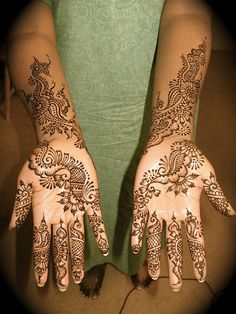 This is Arabic bridal henna so I wouldn't have this done but i love it. I would like something similar... so so similar haha.