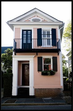 Pink House - This is the narrowest home in Charleston. 14 feet wide  Sure wouldn't want to live in this skinny but sure wouldn't mind living in Charleston.