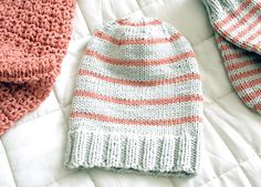Treat yourself to a warm, soft set of Winter accessories, an easy to knit set, of hat, scarf and mittens. And apart from the rib, only knit stitches;)