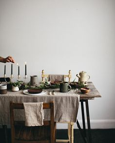 Table dressings - beautiful natural table styling perfect for a dinner party