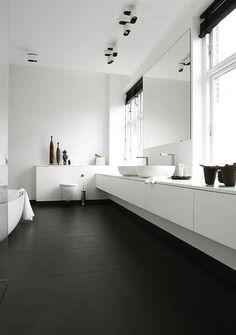 Minimalist Bathroom // all white with dark floors // Boffi kitchens - bathrooms - systems Monochrome Interior, Black And White Interior, Scandinavian Interior Design, Decor Interior Design, Black White, Scandinavian Style, Interior Decorating, Minimalist Bathroom, Minimalist Interior