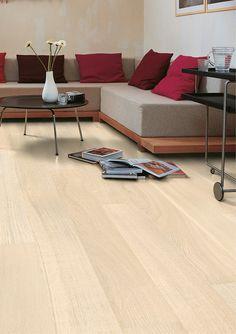 La #tarima Roble Polar Mate de la colección Palazzo de #QuickStep tiene un elegante diseño y unas medidas largas que aportan profundidad a los espacios. #homeideas #homedesigne #interiorismo #decoración #hogar #casa #suelo #designe