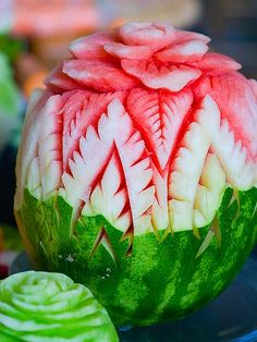 Eat food not to go 'missing' watermelon art Veggie Art, Fruit And Vegetable Carving, Veggie Food, Watermelon Flower, Watermelon Ideas, Watermelon Decor, Sweet Watermelon, Watermelon Carving, Carved Watermelon