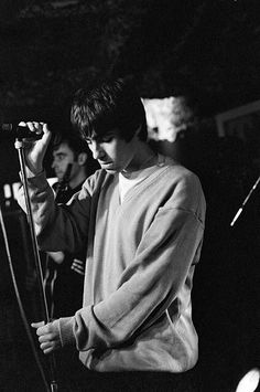Find images and videos about oasis, liam gallagher and oasis band on We Heart It - the app to get lost in what you love. Gene Gallagher, Lennon Gallagher, Liam Gallagher Oasis, Oasis Live, Definitely Maybe, Liam And Noel, Oasis Band, Music Express, Britpop