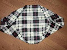 制作費100円。某100均のひざ掛けのみ!これからの季節寒くなるので、家事に邪魔にならない家用の上着が欲しくて作りました。 2ヶ所縫うだけなので超簡単!端の始末もしなくていいので5分も有れば出来ちゃいます★しかも元々ひざ掛けなので薄くても結構暖かい^^