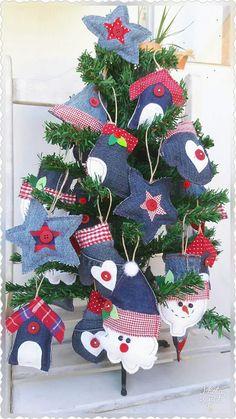 Jak Album asnilek - Her Crochet Ornament Crafts, Diy Christmas Ornaments, Rustic Christmas, Handmade Christmas, Holiday Crafts, Christmas Stockings, Christmas Wreaths, Felt Christmas Decorations, Christmas Sewing
