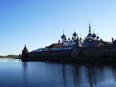Avec son monastère enregistré comme patrimoine mondial de l'UNESCO et ses forêts et lacs préservés, l'archipel de Solovki est un lieu d'une beauté presque éthérée, et arriver par bateau est une expérience édifiante…