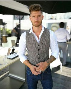 Trendy Formal Mens Vest – What Is It? The Definitive Strategy to Trendy Formal Mens Vest If you are in need of a suit but don't know which type of suit is best for you and your life. Business Outfit, Business Casual Outfits, Western Outfits, Mens Fashion Suits, Men's Fashion, Fashion Blogs, Costume Classe, Chaleco Casual, Mens Formal Vest