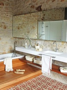 These rooms with rustic bathroom decor will inspire you to do country chic right. Home Interior Design, House Styles, Rustic House, Bathrooms Remodel, Rustic Design, Beautiful Bathrooms, Rustic Interiors, House Interior, Bathroom Design