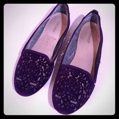Laser cut purple flatsflash sale Gorgeous detail on these that's hard to photograph, beautiful intricate laser cut design with sheer mesh underneath, color is dark purple, sadly I just don't have anywhere to wear these Topshop Shoes Flats & Loafers
