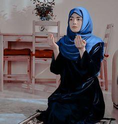Beautiful Girl Photo, Cute Girl Photo, Girl Photo Poses, Beautiful Hijab, Girl Photography Poses, Girl Photos, Muslim Beauty, Islamic Girl, Hijab Fashion Inspiration