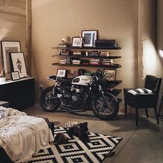 We wouldn't mind waking up everyday to a Triumph Thruxton Ace Edition everyday. Looks like @thericheproject has the right idea! #croig #caferacersofinstagram