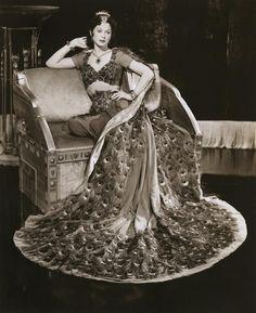 Vintage belly dance looks | Bellydance Vogue