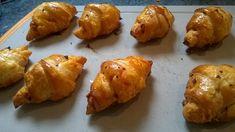 Ingrédients (pour 16 mini croissants) : - 150 g de chorizo doux ou fort selon vos goûts - 100 g de gruyère râpé - 1 gros oeuf - 1 pâte...