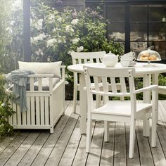 Just like your family, your chairs don't have to match perfectly to fit well together! Click for IKEA ideas and outdoor furniture to celebrate your favorite meals in your backyard, porch or patio with your loved ones.