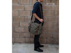 """17"""" Laptop Army Green Leather & Canvas Messenger Bag is gender friendly, you can use it like working bag, school bag, also good like motorcycle bike bag, its military style gives this bag unique personality."""