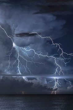 Lightning A Poem is part of Lighting storms - This is a poem about fleeting love All Nature, Science And Nature, Amazing Nature, Nature Pictures, Cool Pictures, Cool Photos, Storm Pictures, Blitz Tattoo, Thunder And Lightning