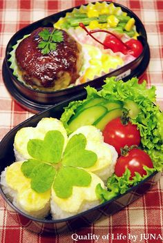 Shamrock-shaped Rice Cake and Japanese Hamburger Bento Lunch by Juna