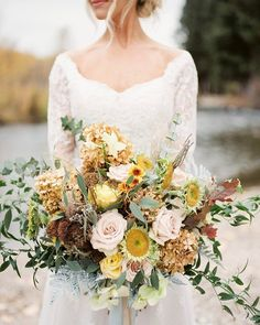 """1,729 Likes, 32 Comments - Kate Holland / Magnolia Rouge (@magnoliarouge) on Instagram: """"INSPIRATION   Insanely beautiful florals by @justso.eventfloral in this #idahoweddinginspiration…"""""""