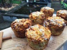 Deze carrotcake kokos muffins zijn een heerlijke en gezonde snack of een verwenontbijtje. Perfect voor frisse herfstige dagen.