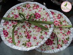 Marmita de biscoito. Ela foi feita para ser a lembrancinha de um lanche da tarde entre amigas by Petit Pois Atellier de Doces, via Flickr