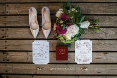 букет невесты, приглашение на свадьбу с картой проезда, туфли невесты, обручальные кольца, bridal bouquet, wedding invitation with map, bride shoes, wedding rings