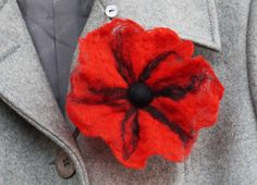 Wet felted Poppy brooch  red black merino wool  di SoftCute