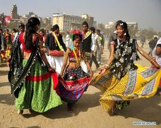 Nepalese Tharu people dressed in traditional clothes    http://www.globaltimes.cn/content/755936.shtml