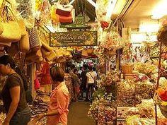 Mua sắm ở chơ cuối tuần khi đi du lịch ở Thái Lan