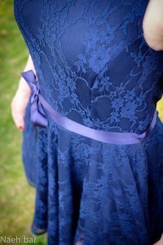 Näh.bar – Spitzenkleid nähen in blau mit Jersey-Futter und Bindeband