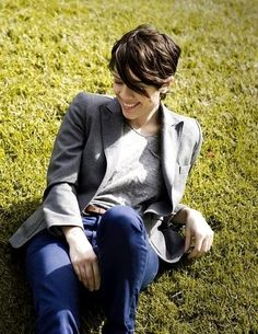 Oh my this reminds me of the day I met Sara Quin. She was sitting in the grass outside the Ryman in Nashville playing scrabble :)