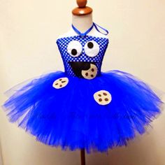 This super cute Cookie Monster Inspired tutu dress is perfect for a Halloween costume, a trip to Sesame Place, Cookie Monster/Sesame Street Halloween Tutu Dress, Cute Halloween, Halloween Costumes For Kids, Diy Tutu, Diy Girls Costumes, Cool Costumes, Sesame Street Costumes, Cookie Monster Party, Halloween Disfraces