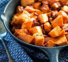 Maple Bacon Roasted Sweet Potatoes - ready in just 30 minutes and the perfect side dish for any family dinner. Even kids like these! Sweet Potato Buns, Sweet Potato Recipes, Bacon Recipes, Healthy Recipes, Yummy Recipes, Cooking Recipes, Best Bacon, Maple Bacon, Recipe For Mom