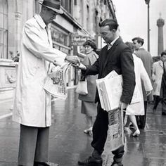 James Stewart buys a newspaper It was just another paper sold on O'Connell Street for Joe Treacy until he looked up at the customer: James Stewart. August 1962 Colourised by Pearse Old Pictures, Old Photos, Images Of Ireland, Ireland Pictures, Dublin City, Dublin Street, Ireland Homes, Dublin Ireland, Its A Wonderful Life