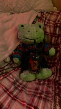 Stuffed Animals, Dinosaur Stuffed Animal, Image T, Green Frog, Cute Frogs, Build A Bear, New Wallpaper, Spring Green, Cute Cartoon