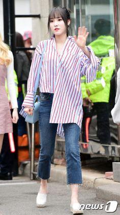 GFRIEND UNITED Kpop Fashion, Korean Fashion, Girl Fashion, Fashion Design, Airport Fashion, Kpop Outfits, Girl Outfits, Fashion Outfits, Gfriend Yuju