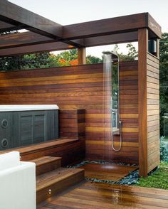 Top 80 Best Hot Tub Deck Ideas – Relaxing Backyard Designs Nice Hot Tub Deck Exterior Ideas With Outdoor Shower Related Modest Fire Pit and Seating Area for Backyard Landscaping Ideas schönste. Whirlpool Deck, Hot Tub Backyard, Hot Tub Gazebo, Hot Tub Garden, Hot Tub Cover, Outdoor Bathrooms, Outdoor Showers, Outdoor Baths, Outdoor Kitchens