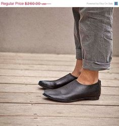 WINTER SHOES SALE 30% Italian leather shoes, pointed toe shoes with zipper. Designer shoes. Great gift for mom.Work shoes! Holiday gift