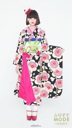 Tina Tamashiro X FURISODE MODE Furisode Kimono, Kimono Dress, Kimono Japan, Japanese Kimono, Traditional Kimono, Traditional Dresses, Japanese Outfits, Japanese Fashion, Kimono Fashion