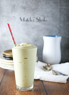 This Matcha Shake tastes every bit as great as a regular milkshake - but it's all healthy. It includes delicious ingredients such as bananas and pineapples!